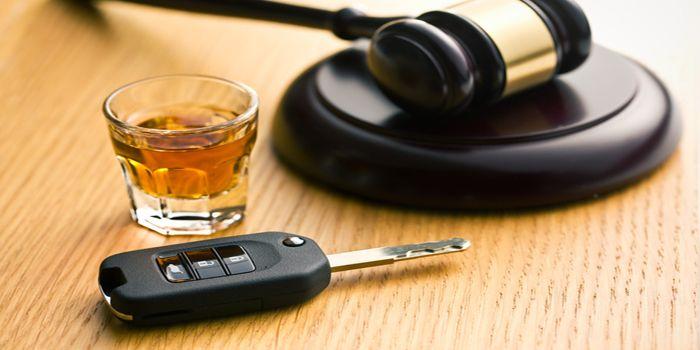 מה עונשו של אדם שנתפס נוהג תחת השפעת אלכוהול?