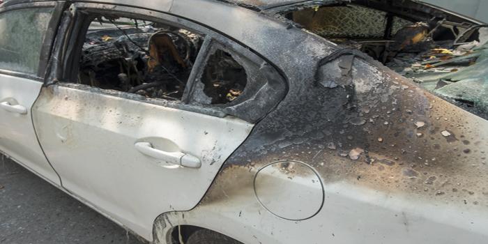 חשד להצתה: כלי רכב בחניון בבאר-שבע עלו באש