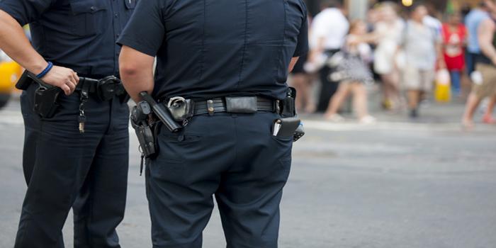 כתב אישום: דרס בכוונה והפקיר שוטר