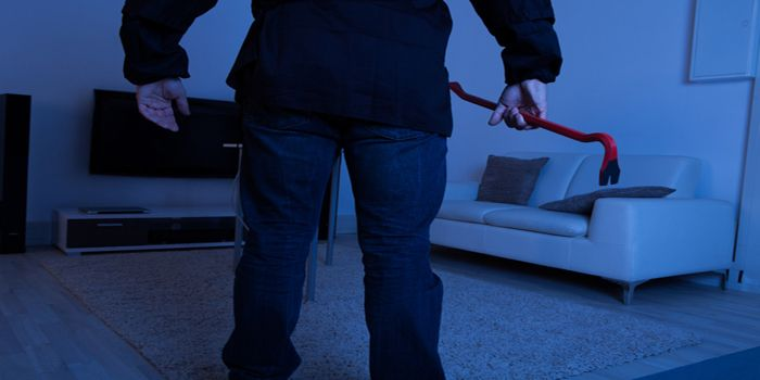 שני צעירים נתפסו בעת שניסו לפרוץ לדירה בנתניה