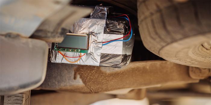 """מטען חבלה הונח בפתח דירתו של יזם נדל""""ן שחשוד בביצוע הונאות"""