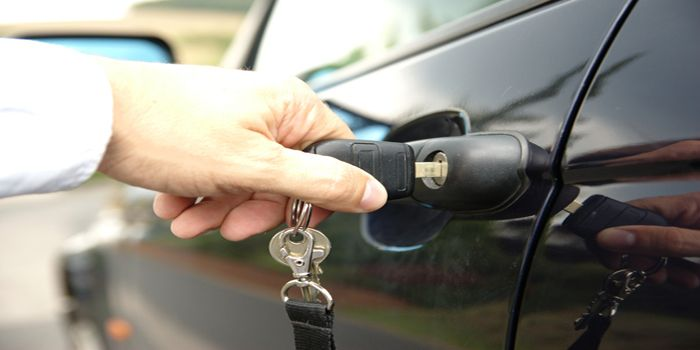 עבירת שימוש ברכב ללא רשות ונטישתו במקום אחר