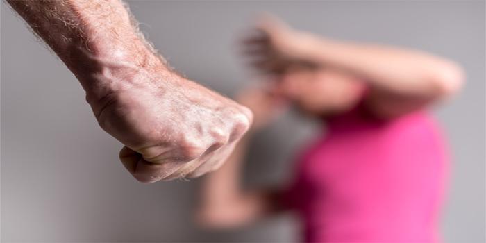 הכדורגלן לשעבר אלן מסודי נעצר לאחר שבת זוגו התלוננה נגדו על תקיפה