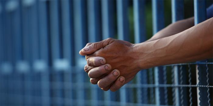 שלוש שנות מאסר נגזרו על אדם שירה בשוגג בקטין במהלך שמחת חג עיד אל פיטר