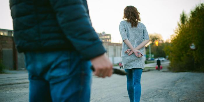 צעיר נאשם שתקף אישה באגרופים בגלל מוצאה הרוסי