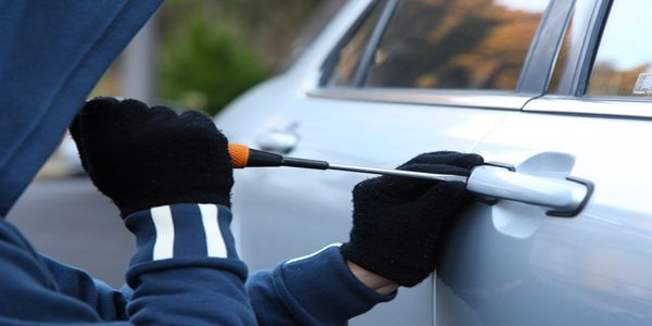 גנב רכב ניסה להימלט מהמשטרה בנסיעה נגד כיוון התנועה
