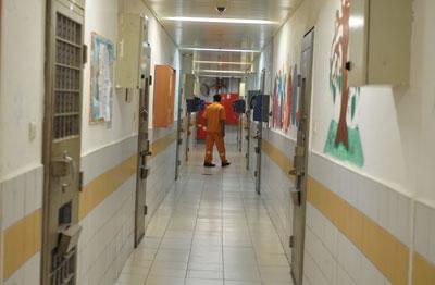 """אסירי חמאס דקרו סוהרים בכלא קציעות ובכלא נפחא - אתר שב""""ס ©"""