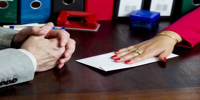"""נעצרו ארבעה חשודים בעבירות שוחד ומרמה בתחום הנדל""""ן בעיר נתניה"""