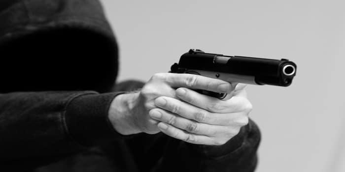 ירי במהלך שוד לעבר חלפן כספים בתל אביב - מצוד אחר היורים