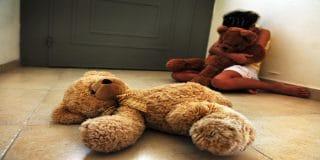 הורים חשודים בכליאת שווא של בנם והתעללות בביתם התינוקת