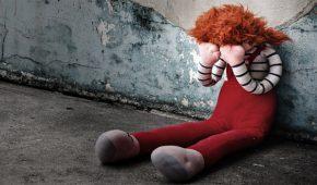 הורים מבני ברק נעצרו בחשד להתעללות בילדיהם בסגנון התפוז המכני
