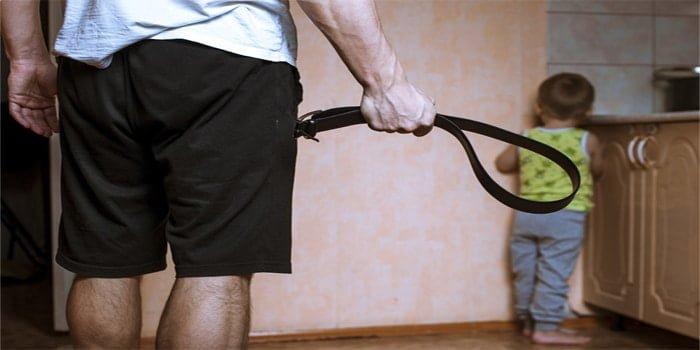 נעצר אב החשוד שהצליף בבנו בחגורה כי לא קרא בתורה