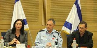 """מפכ""""ל המשטרה לשעבר קיים קשרים אינטימיים עם קצינה"""