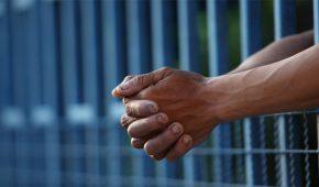 אסיר חשוד ברכישת מוצרים בשווי אלפי שקלים בכרטיסי אשראי גנובים