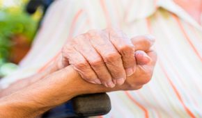 4 חודשי עבודות שירות הוטלו על מטפלת שגנבה כספים מקשישה שבה טיפלה