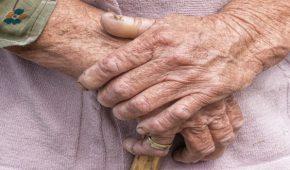 עבירות תקיפה והתעללות בקשישים בבתי אבות – סוגים ועונשים
