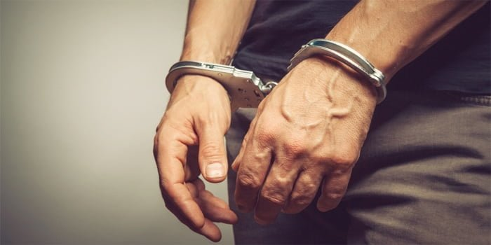 פקיד בנק נעצר בחשד כי גנב מעל חמישה מיליון שקלים מהבנק בו עבד