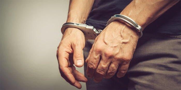 ראש ארגון פשע מוכר מטירה נעצר בחשד שהשתלט על קרקעות וסחט מבעליהן סכומי כסף גדולים