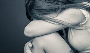הואשם בבעילה אסורה בהסכמה של נערה שהואשמה בעצמה בהתעללות מינית בקטינה לפני כחודש