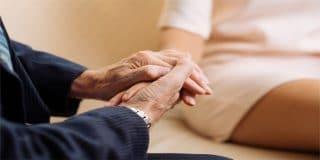 יחסי מין בין מטפל ומטופלת – האם מדובר בעבירה פלילית?