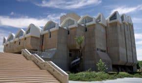 זיכוי סטודנטית מעבירת הכנסת חומר עזר אסור לבחינה באוניברסיטת בן גוריון