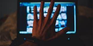 ביטול הרשעה לאיש קבע שהחזיק במחשבו אלפי תמונות וסרטונים פדופיליים