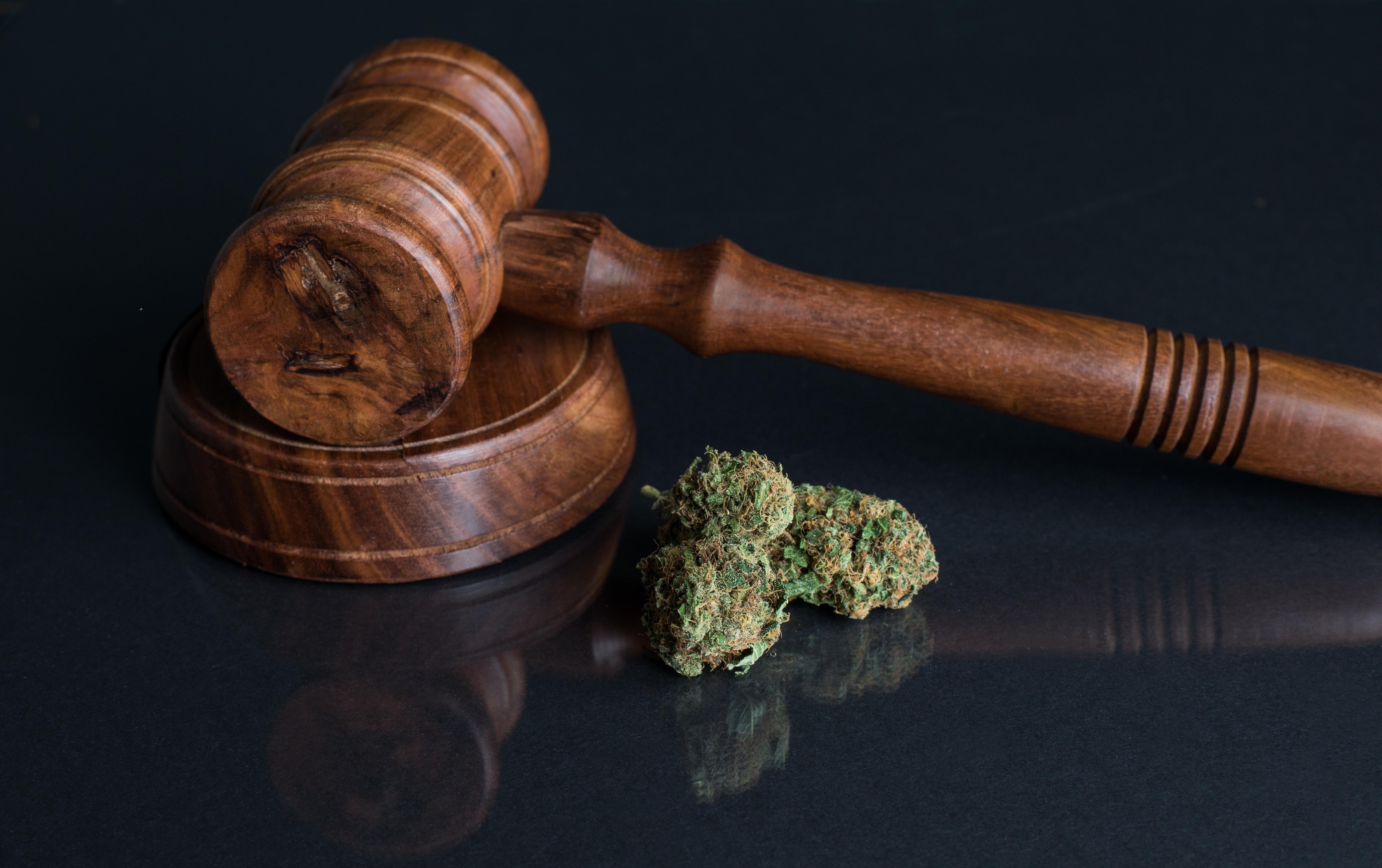 ביטול הרשעה לצעיר שהואשם בסחר ותיווך בסמים