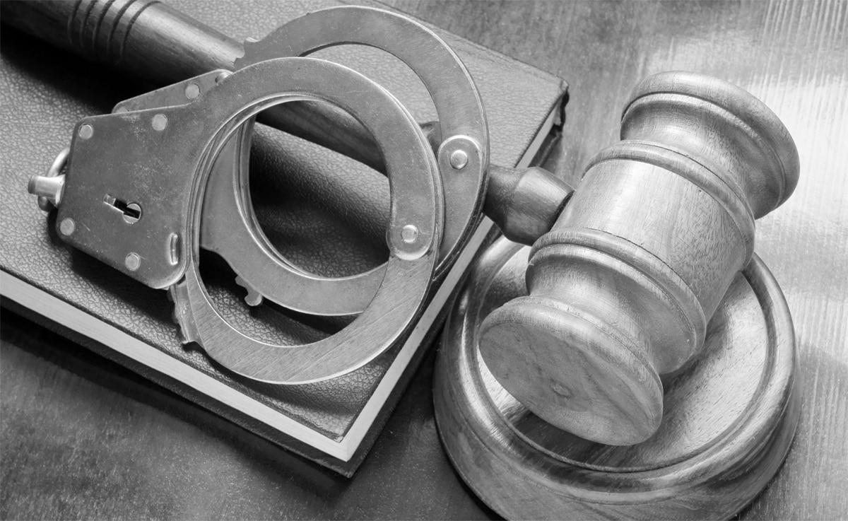 ביטול כתב אישום שהואשם בעבירות אלימות והסגת גבול פלילית