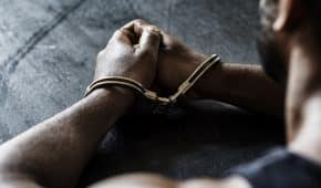 סגירת תיק פלילי מחוסר אשמה ללקוח שהואשם באיומים ותקיפת בת זוג