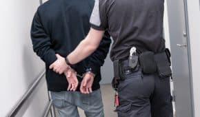 שחרור ממעצר לקוח שהואשם בהתעללות מינית סדרתית באשתו ובילדיו הקטינים