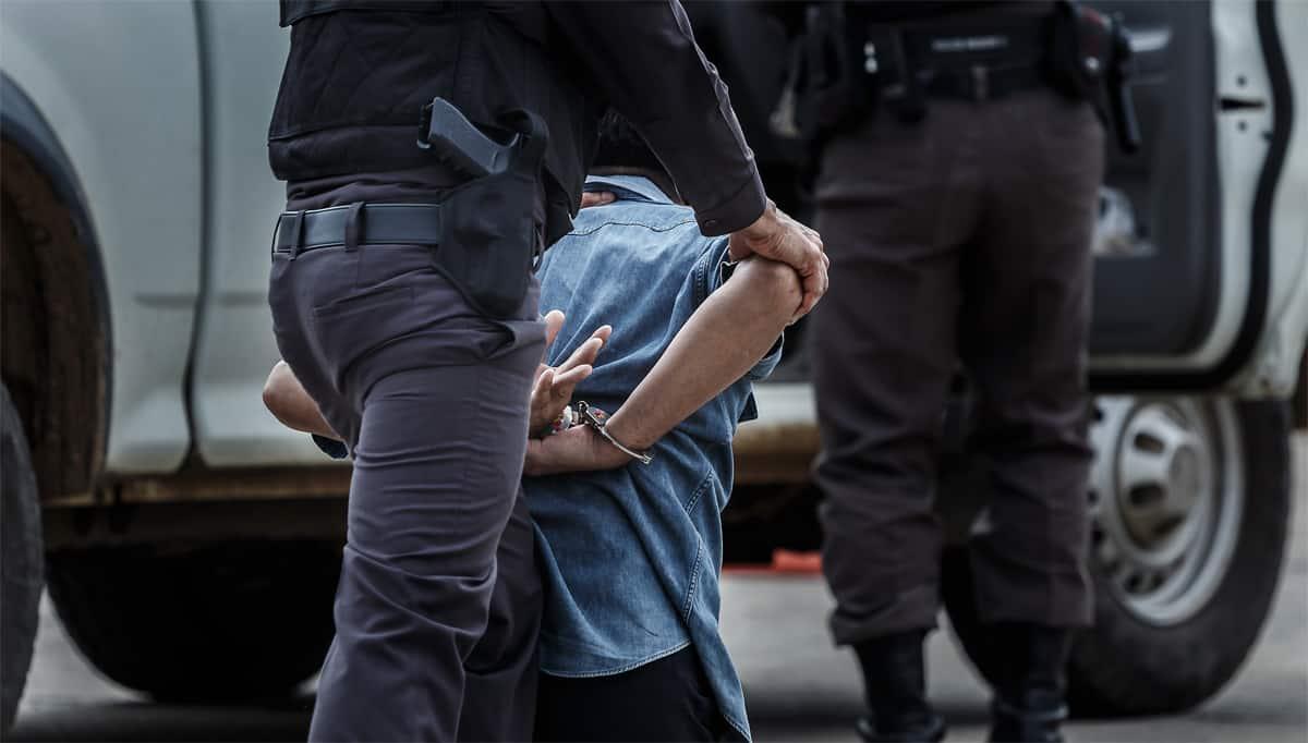 חיפוש לא חוקי ברכב הוביל לזיכוי נאשם שהחזיק באגרופן