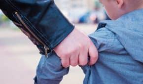 אדם שהואשם שחטף לביתו ילד בן 8 וביצע בו מעשים מגונים חמורים נוקה מאשמה