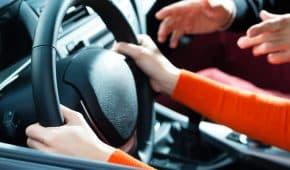 שישה חודשי עבודות שירות בלבד למורה נהיגה שביצע מעשים מגונים בקטינות במסגרת שיעוריו