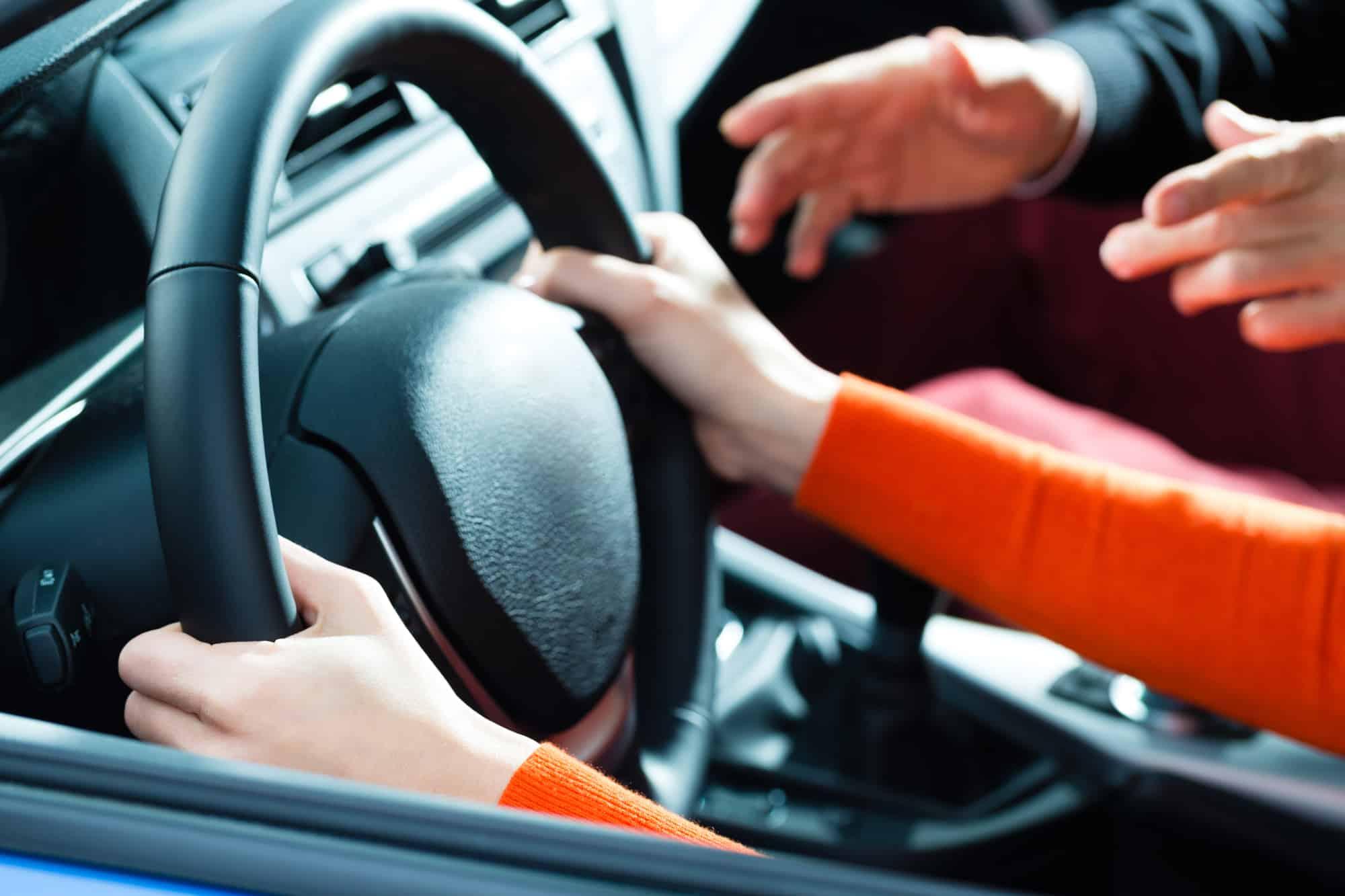 שישה חודשי עבודות שירות למורה נהיגה שביצע מעשים מגונים בקטינות