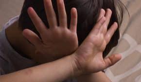 סגירת תיק פלילי להורים מסורים שהואשמו בתקיפה והתעללות בילדיהם הקטינים