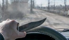 בית המשפט ברחובות זיכה נהג שנתפס מחזיק ברכבו שני סכינים בשל חיפוש לא חוקי