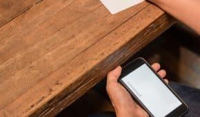 סטודנט באוניברסיטת אריאל נתפס מעתיק בזמן בחינה מטלפון חכם ולא הורחק מהלימודים